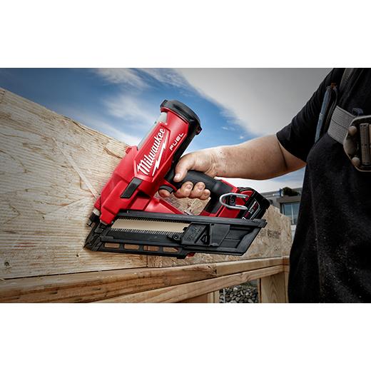Milwaukee M18 FUEL 30 Degree Framing Nailer Kit